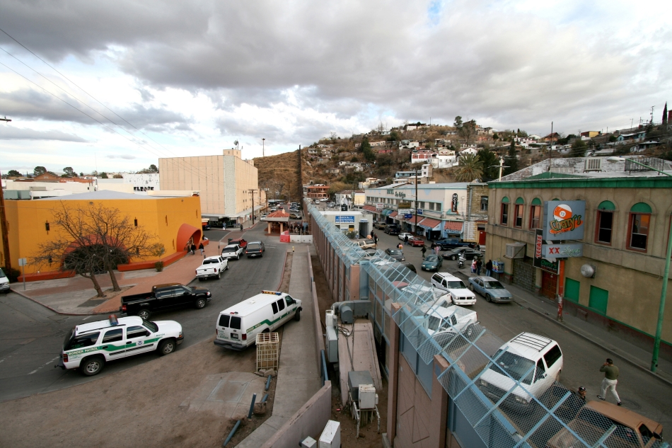 us-mexico-border-at-nogales-left-arizona-right-sonora-wikimedia-commons