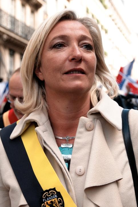Marine Le Pen en una marcha del Frente Nacional en honor a Juana de Arco en el Día de los Trabajadores, París, 1 de mayo, 2010. (Marie-Lan Nguyen/Wikimedia Commons)
